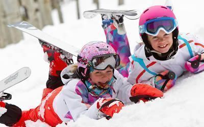 Little girls with rented equipment at the San Rocco di Livigno ski rental
